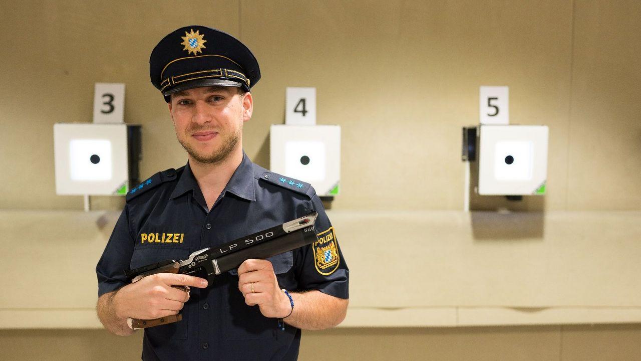 Bild: Landespolizei Bayern / Profi-Sportler Philipp Grimm ist einer der Athleten, die den Karriereweg bei der Landespolizei eingeschlagen haben.
