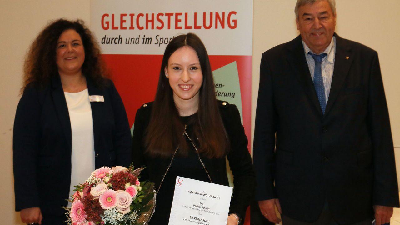 Foto: Werner Wabnitz / Daniela Schäfer im Vordergrund mit Sally Kuhlemann und Dr. Rolf Müller im Hintergrund.