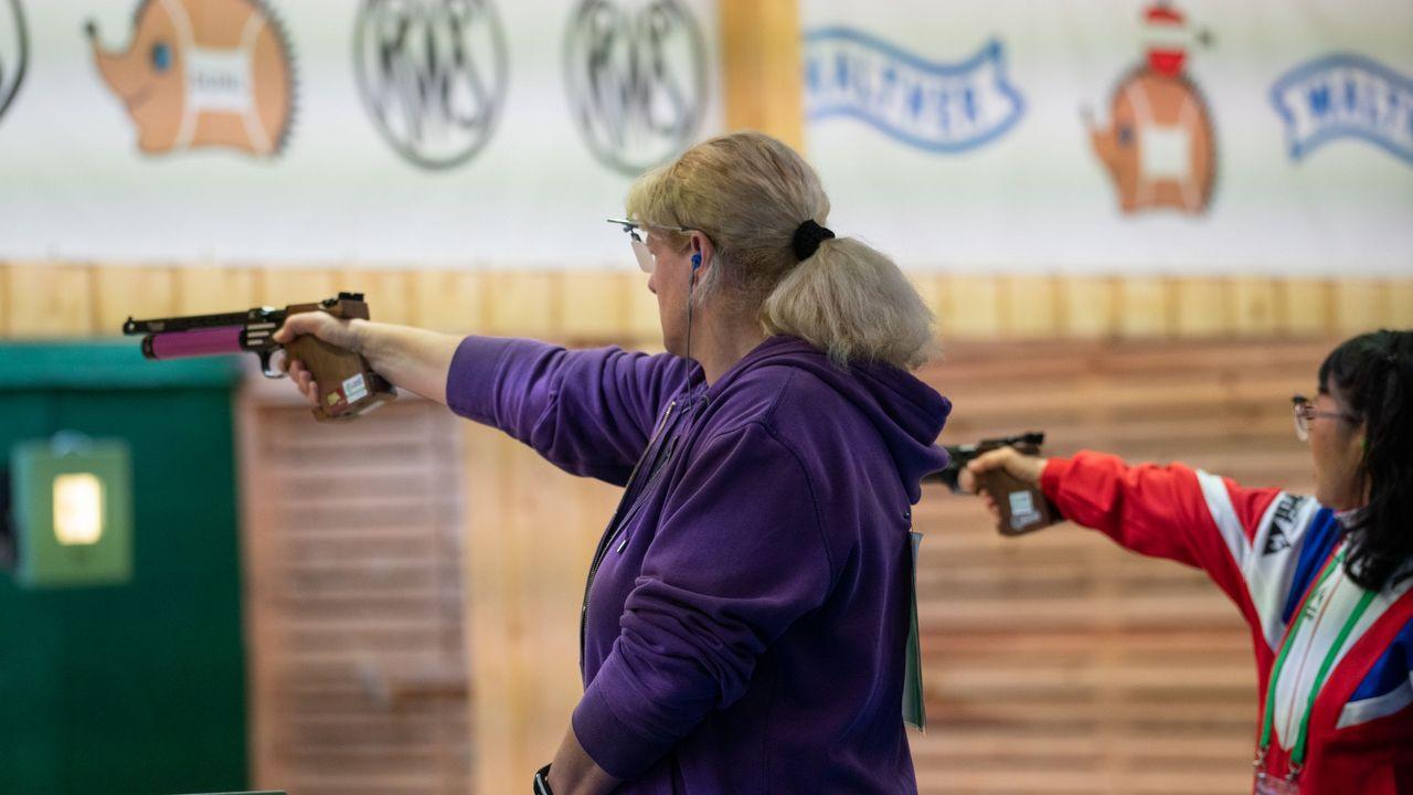 Foto: Jürgen Reber / Barbara Kutzer ist Weltmeisterin bei den Seniorinnen I mit der Luftpistole.