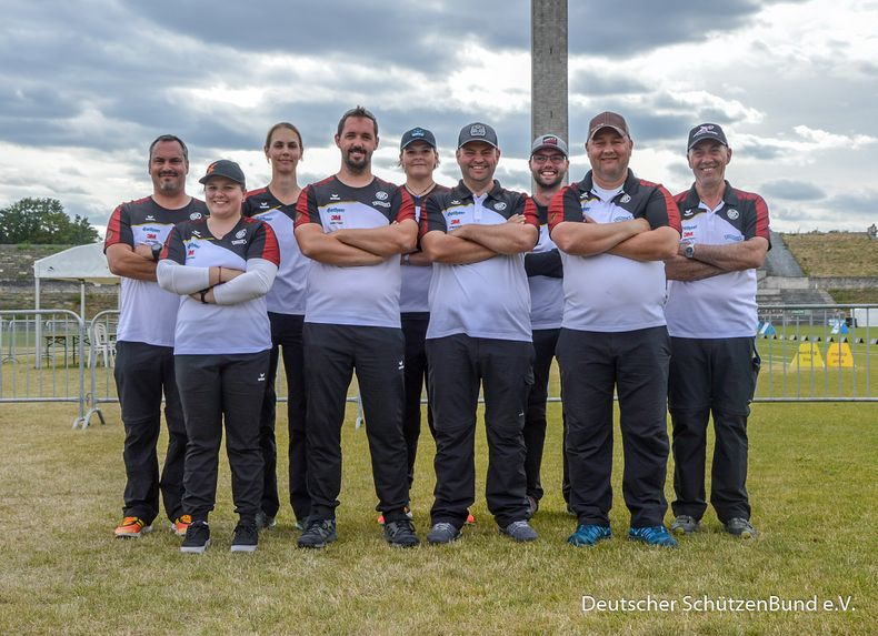 Foto: Eckhard Frerichs / Zufrieden! Die Compound-Teams stehen beide im Bronzefinale.