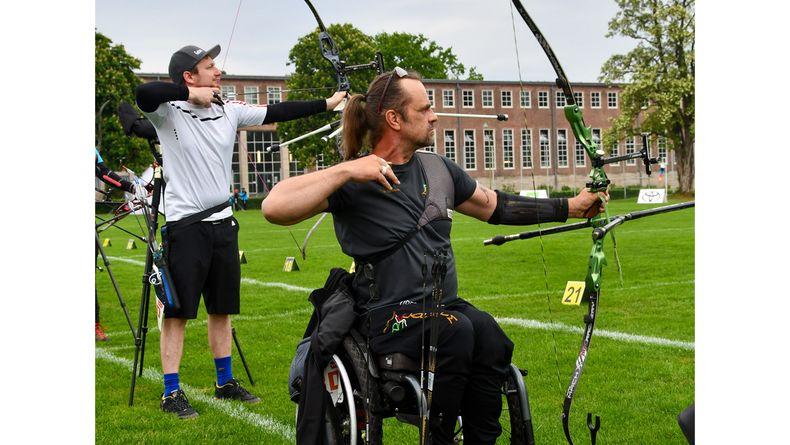 Foto: Eckhard Frerichs / Gelebte Inklusion im Bogensport! Maik Szarszewski schoss bei den Nicht-Behinderten mit und schlug sich als Elfter glänzend.