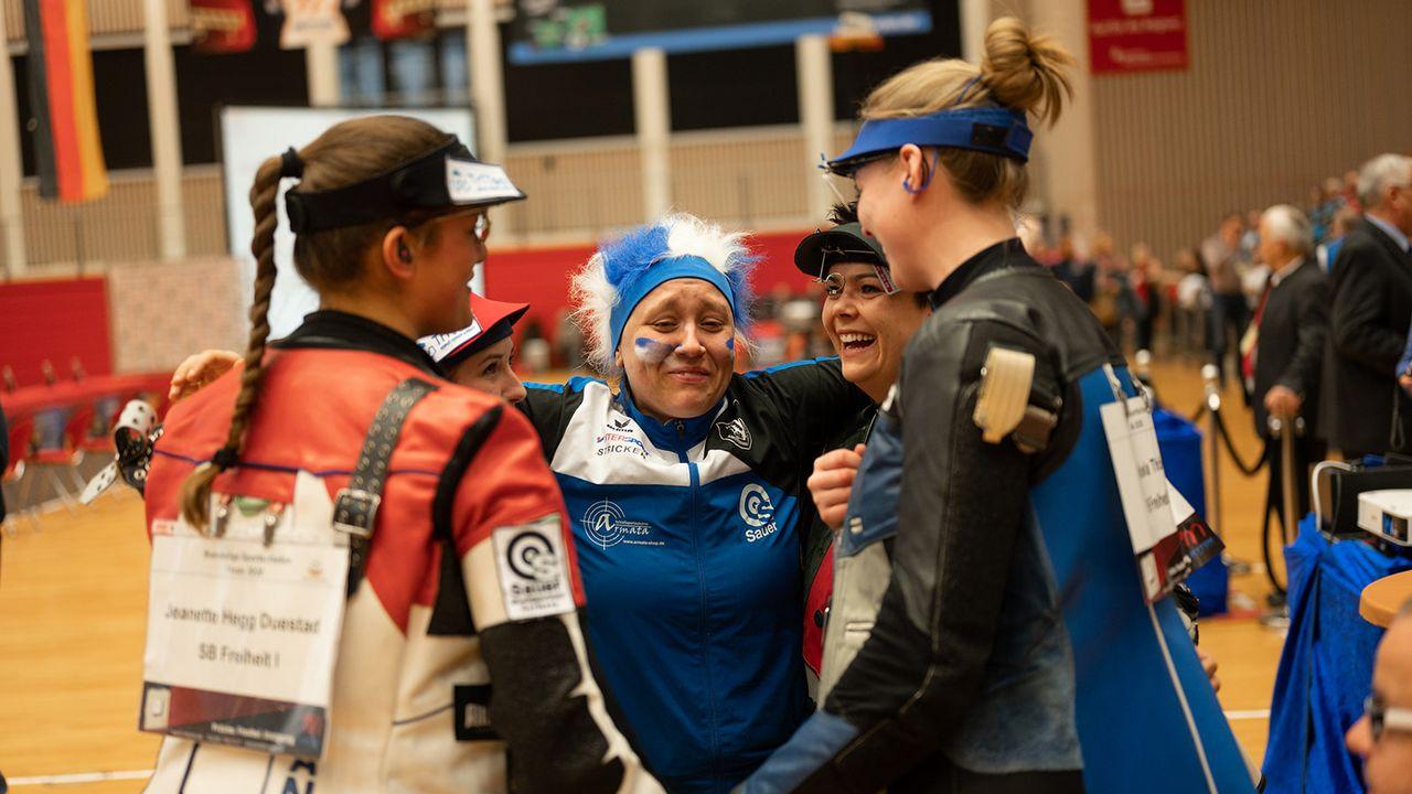 Bild: DSB / Das richtige Team pusht sich gegenseitig und stärkt die Willenskraft eines jeden, ein Ziel zu erreichen - so wie hier die SB Freiheit mit Jolyn Beer.