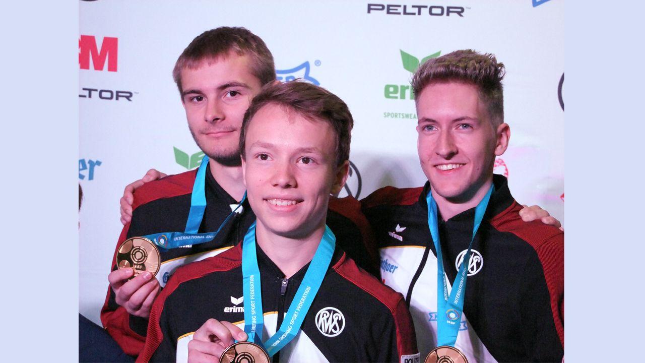 Foto: Michael Eisert / Deutsche Junioren gewinnen Gold im Liegendschießen.