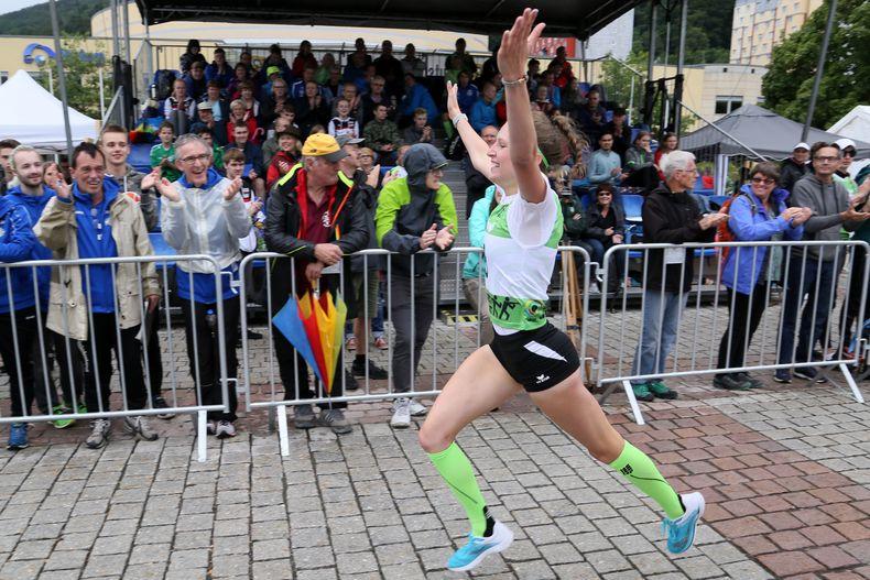 Foto: Werner Wabnitz / Zieleinlauf von Madlen Guggenmos bei den Juniorinnen.