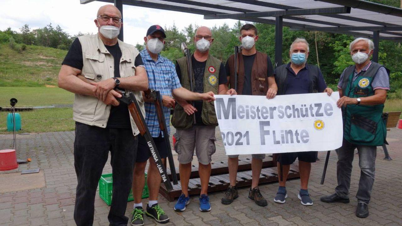 Foto: LSV Frankfurt / Wie bei der Premiere nahmen einige Mitglieder von den Lufthansa Sportschützen Frankfurt auch 2021 am Meisterschützen-Wettkampf teil.