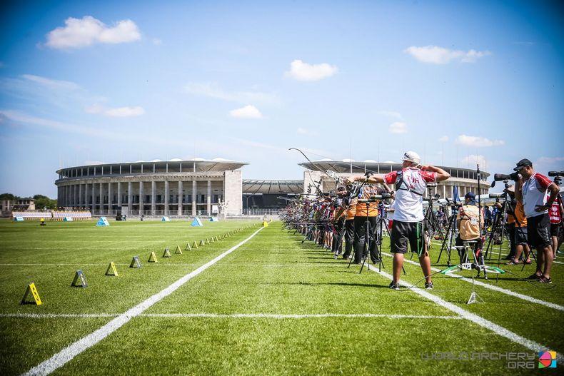 Foto: WA / Immer wieder ein imposanter Anblick: Die Bogenschützen vor dem Olympiastadion.