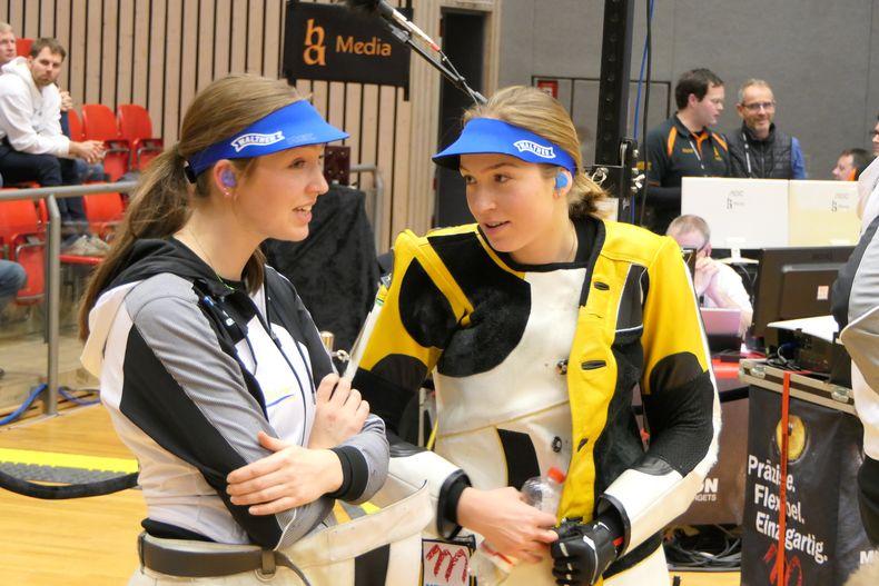 Foto: DSB / Zuverlässige Punktelieferanten! Die Janßen-Zwillinge Anna (links) und Franka gewannen jeweils ihr Matches und stehen mit der SSG Kevelaer erneut im Goldfinale.