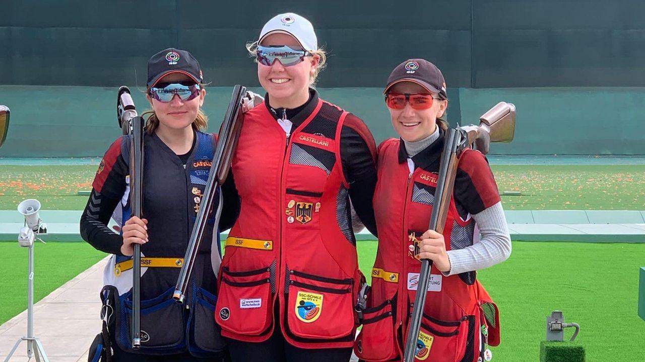 Foto: DSB / Überglücklich über WM-Bronze, v.l.: Annabella Hettmer, Isabel Wassing und Emilie Bundan.