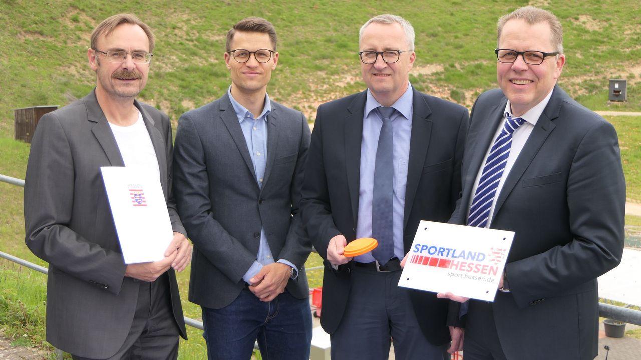 """Foto: DSB / Hessisches Sportministerium unterstützt Wurfscheibenstand """"Rheinblick"""""""