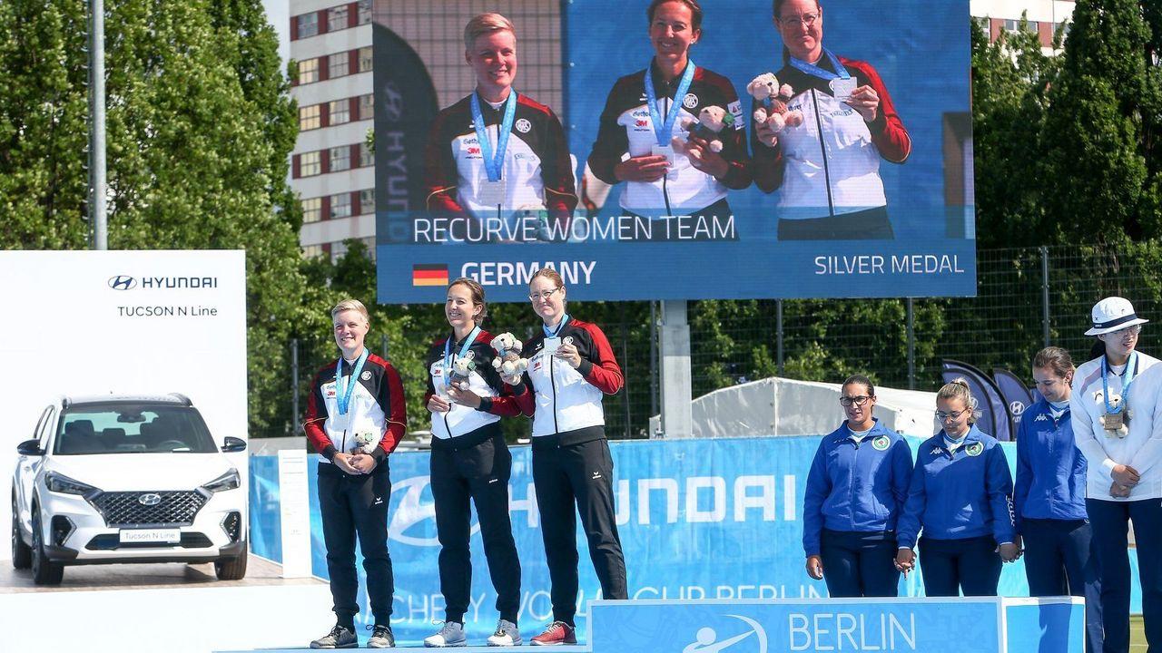 Foto: Eckhard Frerichs / Ein Bild, das man 2020 nicht sehen wird: Deutsche Bogenschützinnen auf dem Siegerpodest beim Weltcup in Berlin.