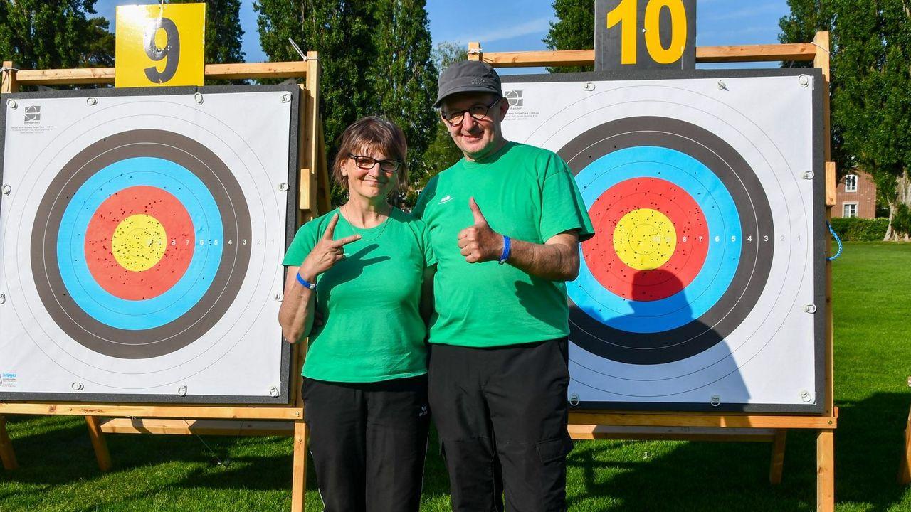 Foto: Eckhard Frerichs / Das Ehepaar Kerstin und Frank Jecke siegte in der Recurve Seniorenklasse.