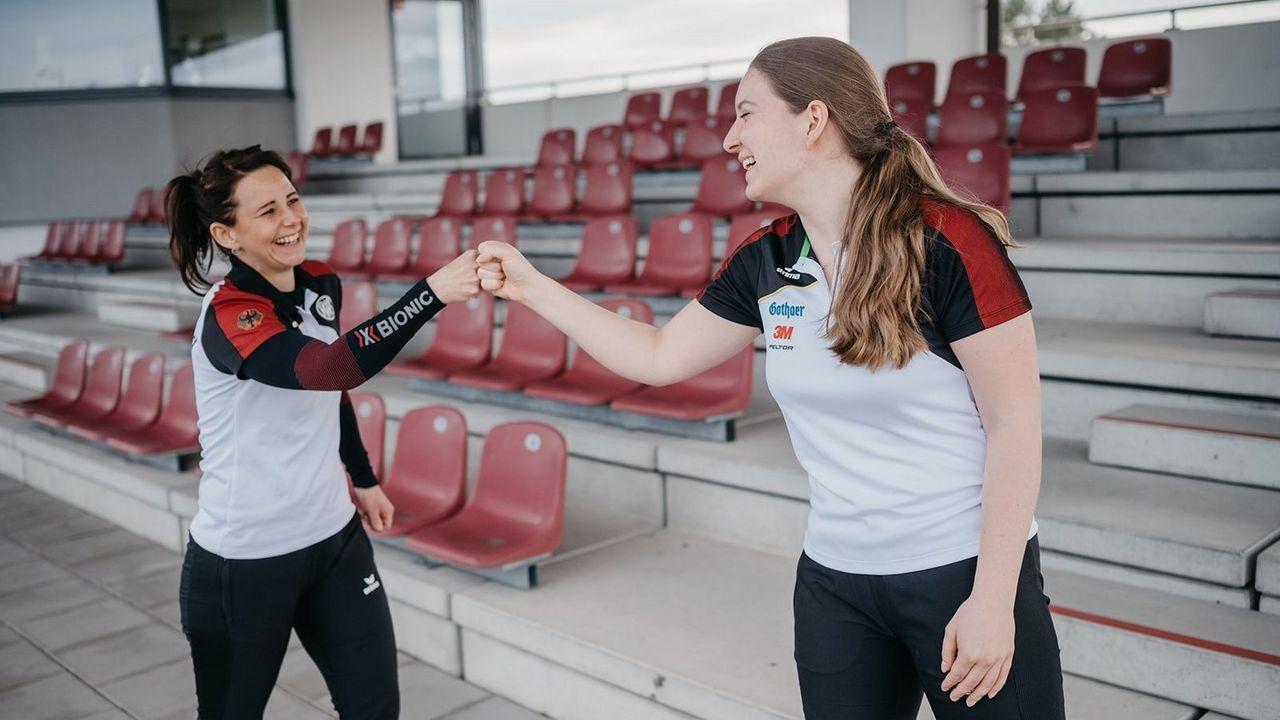 Foto: DSB / Haben gut lachen: Monika Karsch (links) und Doreen Vennekamp haben sich bei der Olympia-Qualifikation durchgesetzt, Vennekamp ist nun bei Maximal beerenstark zu Gast.