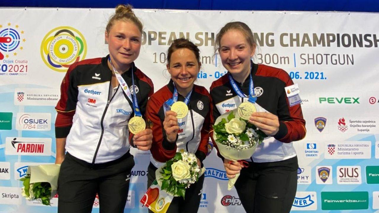 Foto: DSB / Die Besten in Europa und Team-Europameisterinnen 2021 v.l.: Carina Wimmer, Monika Karsch und Doreen Vennekamp.