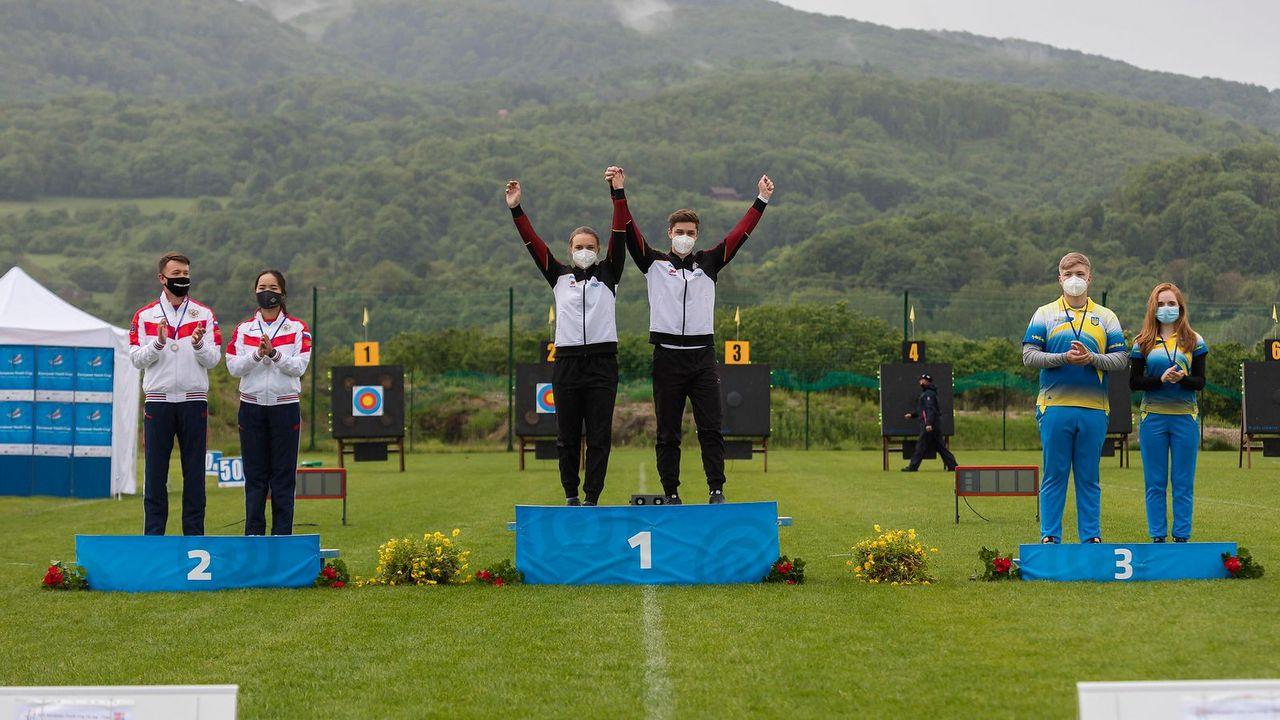 Foto: WAE / Ganz oben auf dem Treppchen im Mixed-Wettbewerb der Junioren: Charline Schwarz & Jonathan Vetter.