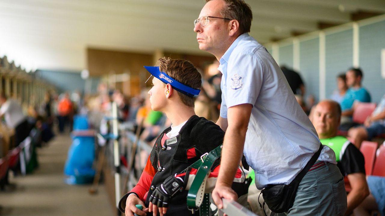 Bild: DSB / Eltern können ihre Kinder im Sport auf emotionaler, informationeller sowie instrumenteller Ebene unterstützen.