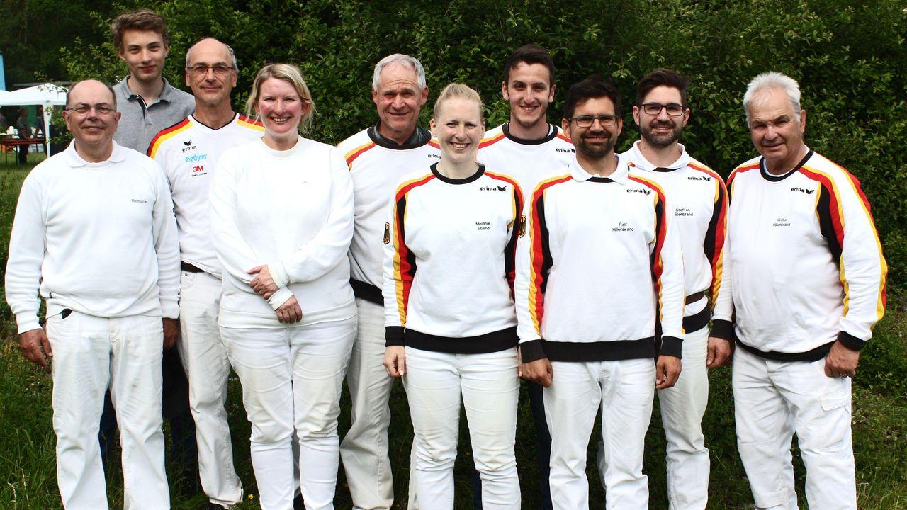 Foto: Hans Schreck / Die Sieger der WM-Qualifikation Feldarmbrust vom vergangenen Wochenende in Hausen.