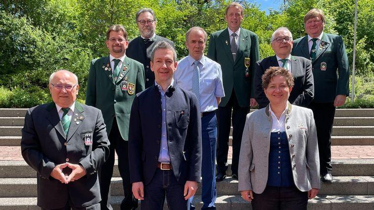 Foto: DSB / Das neue DSB-Präsidium um DSB-Präsident Hans-Heinrich von Schönfels (zweite Reihe in der Mitte). Es fehlt Stefan Rinke, Vizepräsident Jugend.