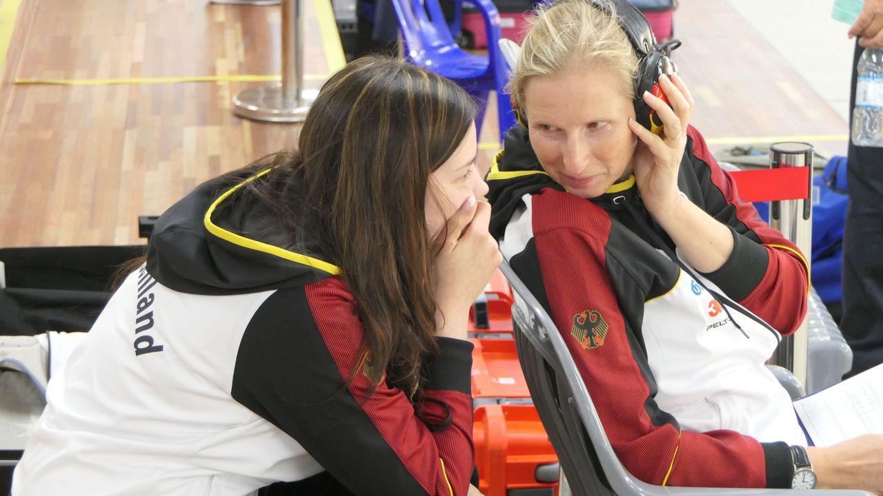 Foto: DSB / DM-Teilnehmer können zuhören, wenn Claudia Kulla (rechts) über die Sichtung und Entwicklung der Talente spricht.