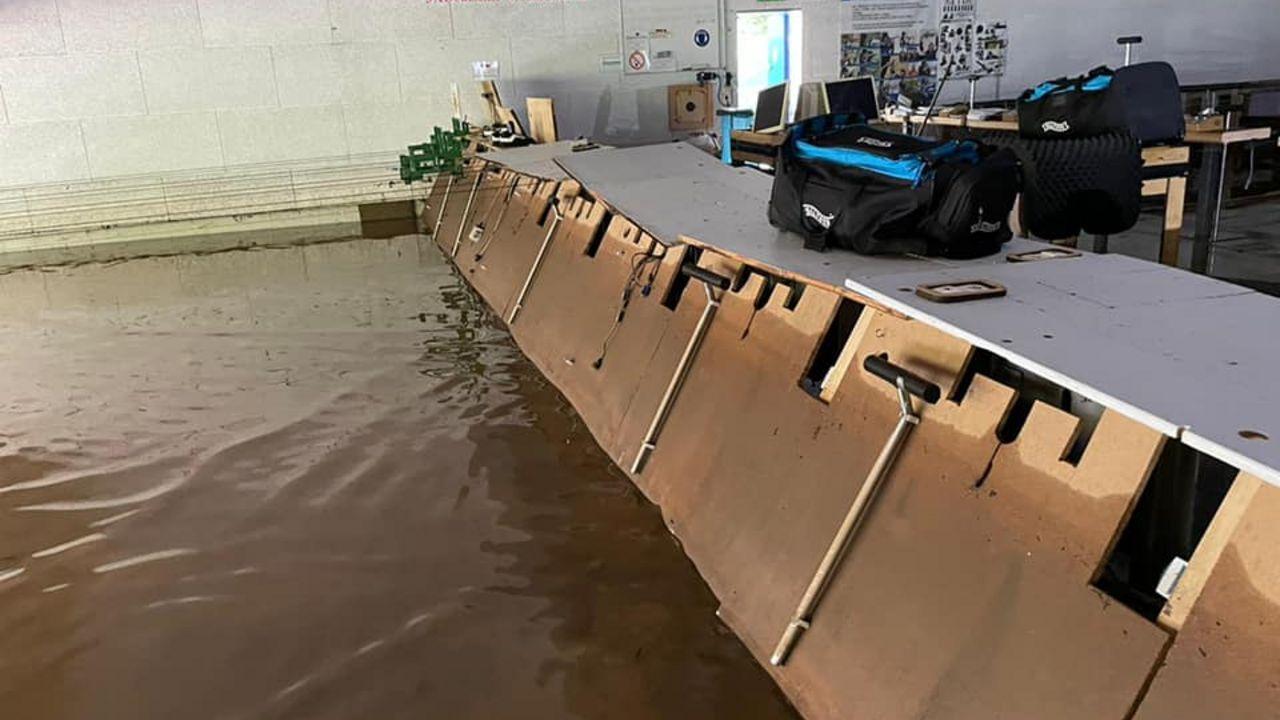 Bild: PSS Inden/Altdorf / Das Hochwasser zerstörte alles, was nicht einen Meter über dem Boden gelagert wurde.