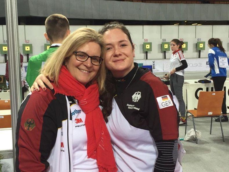 Foto: DSB / Stolz bei Bundestrainerin Claudia Verdicchio-Kraus und Vanessa Seeger.