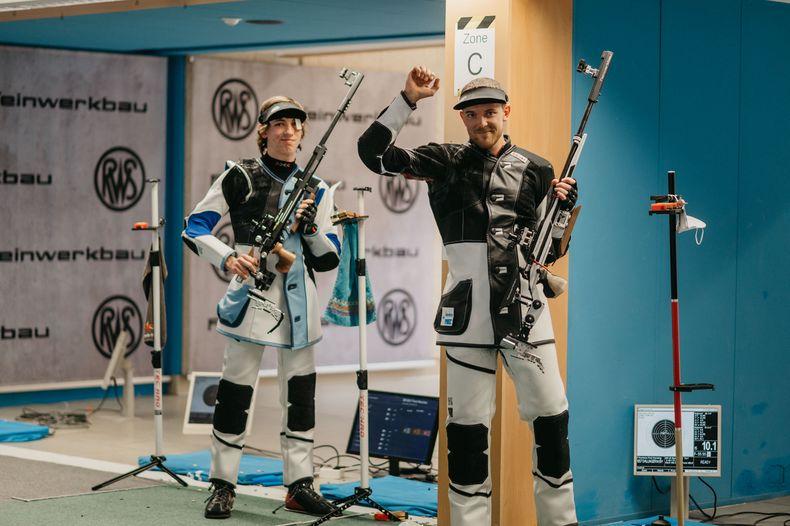 Foto: DSB / Maximilian Dallinger mit der Siegerfaust, Pascal Walter freut sich über Silber.