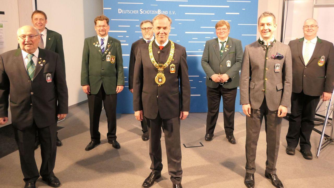 Foto: DSB / Das neue DSB-Präsidium mit DSB-Präsident Hans-Heinrich von Schönfels. Es fehlen die neuen Präsidiumsmitglieder Dieter Vierlbeck und Evi Benner-Bittihn.