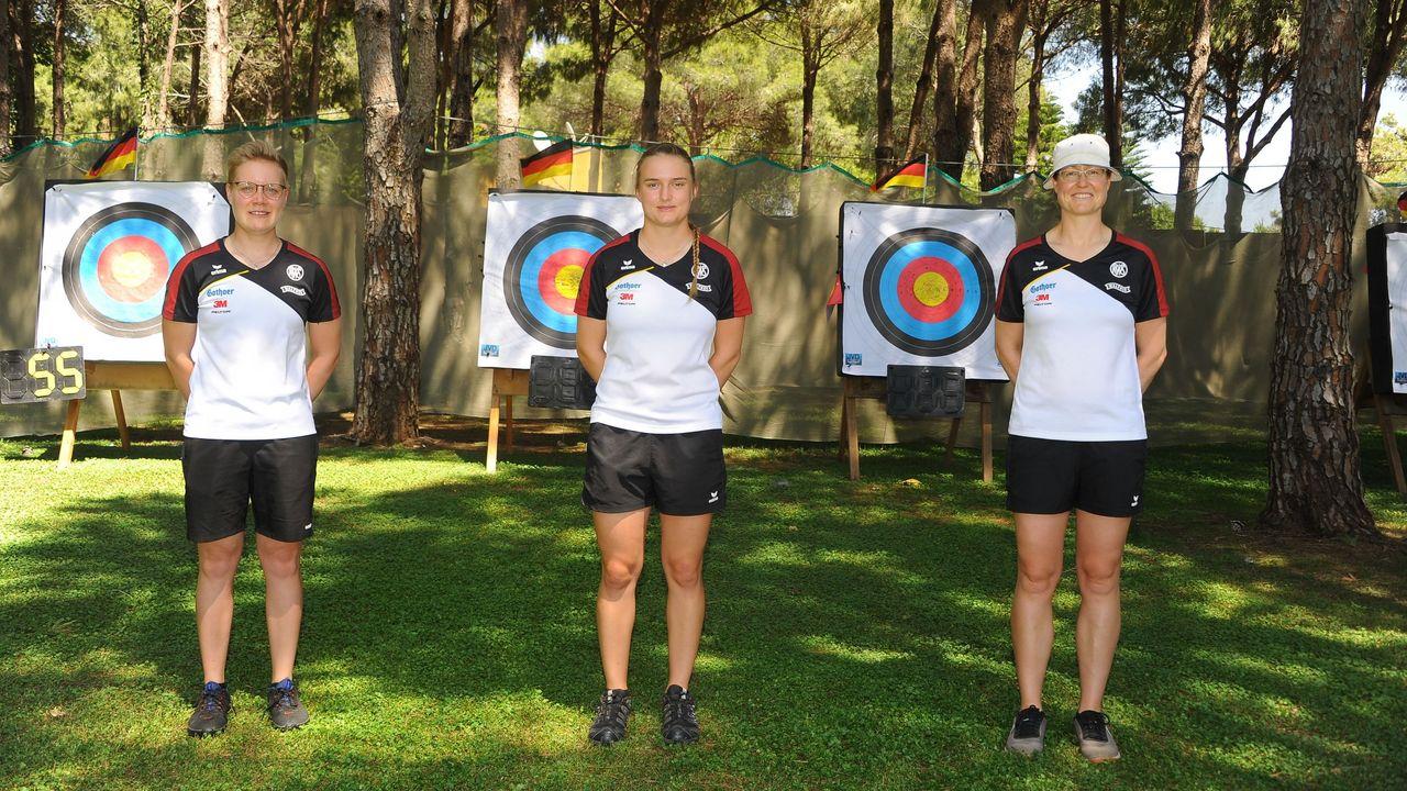 Foto: DSB / EM-Goldfinale für die Recurverinnen Michelle Kroppen, Charline Schwarz und Lisa Unruh.