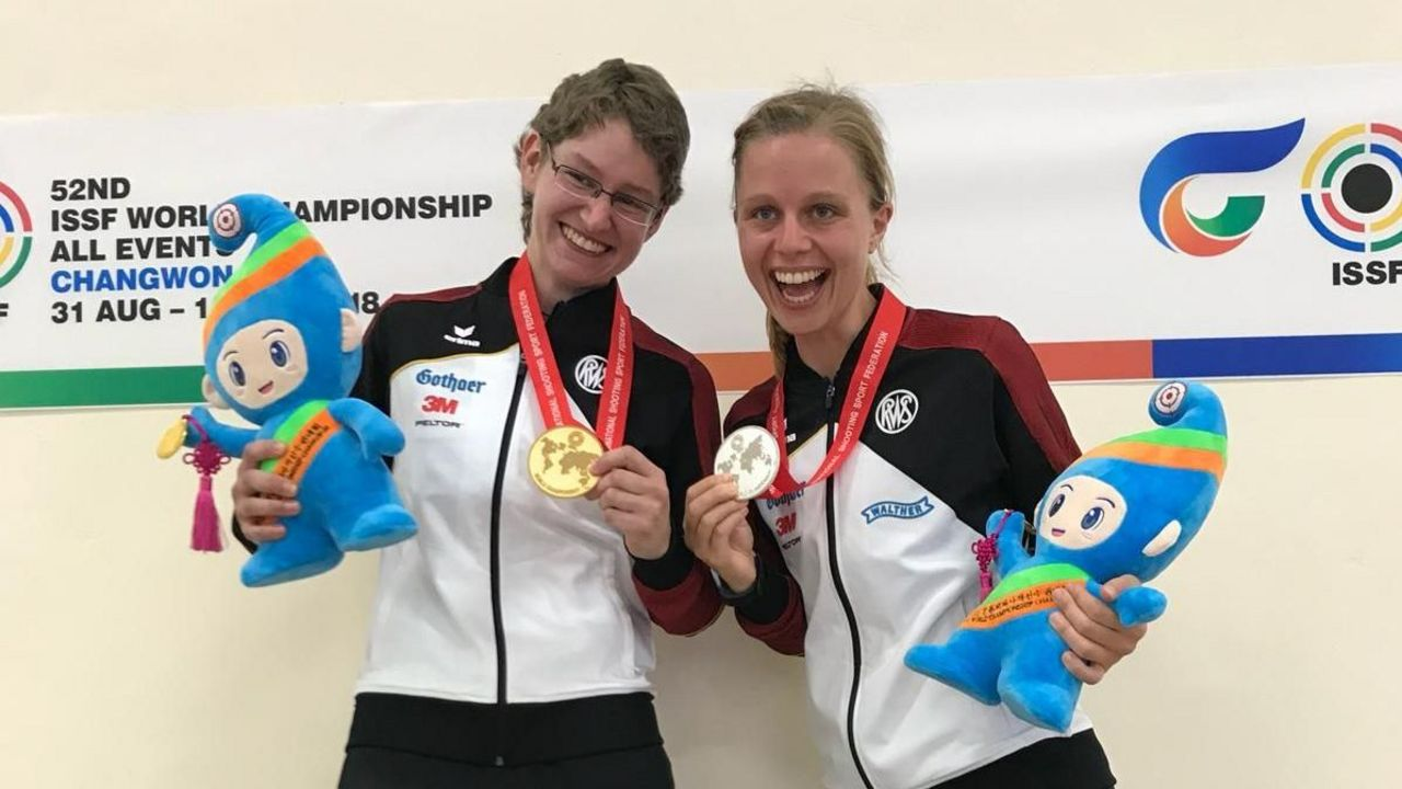 Foto: DSB / Kerstin Schmidt (links) und Jana Landwehr - hier bei der WM 2018 in Changwon -  liefern sich bei jedem Rennen einen packenden Zweikampf. Auch bei der DM in Schmallenberg?