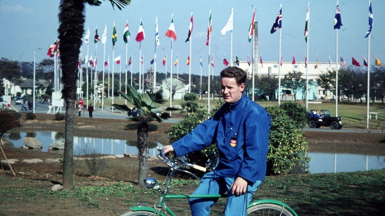 Foto: DSB / Hans-Werner Harbeck bei einer seiner Betreuungstouren auf der Olympiaschießanlage in Tokio 1964.