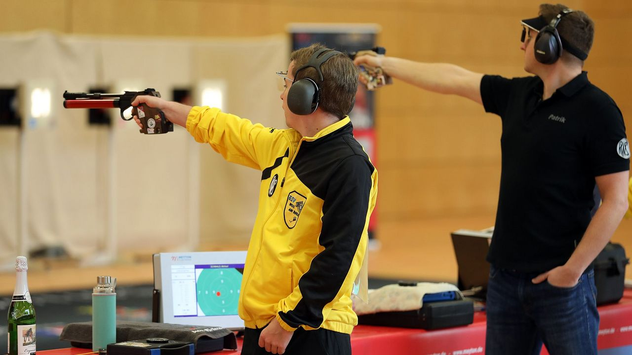 Foto: ESV Weil / Weils Top-Schütze Michael Schwald (links) punktete am ersten Wochenende doppelt.