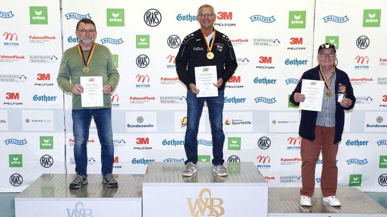 Foto: WSB / Hans Peter Wester setzte sich mit überragenden 319,4 Ringen bei den Senioren IV vor Rudolf Weber (318,1) und Hendrik Willems (317,9) durch.