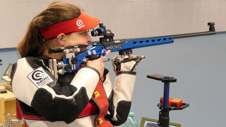Foto: DSB / Bundesligaschützin Sabrina Eckert zählt zum Gehörlosen-Team und verdeutlicht dessen Qualität.