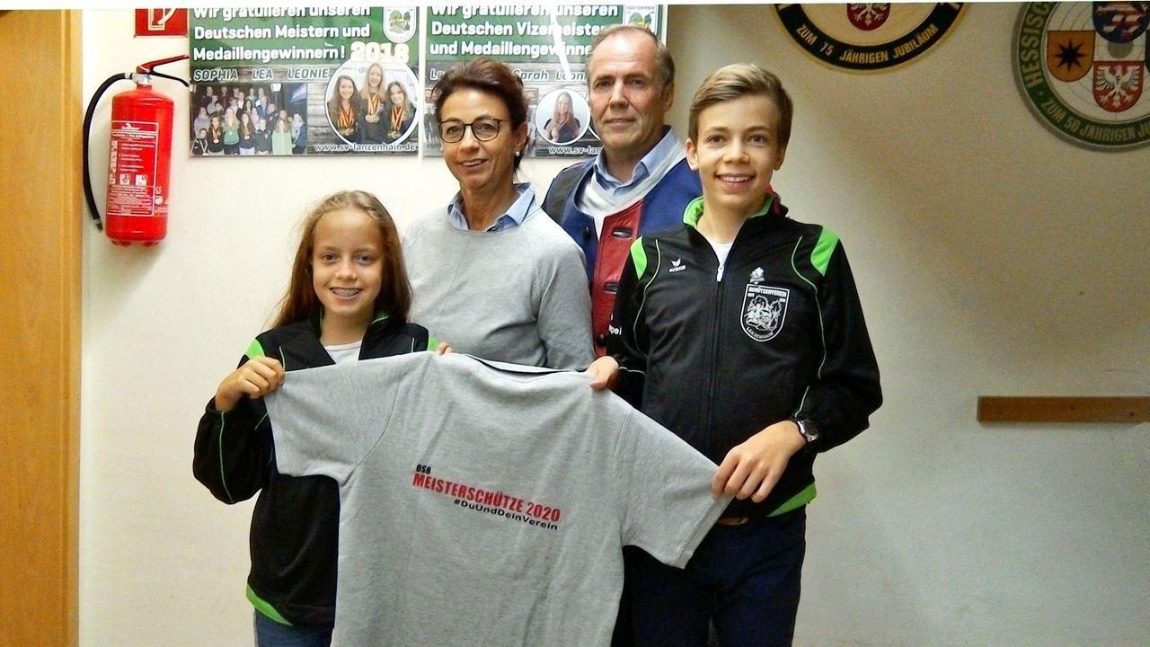Foto: von Schönfels: Die komplette Familie von Schönfels unterstützt den Online-Fernwettkampf Meisterschütze 2020 #DuUndDeinVerein