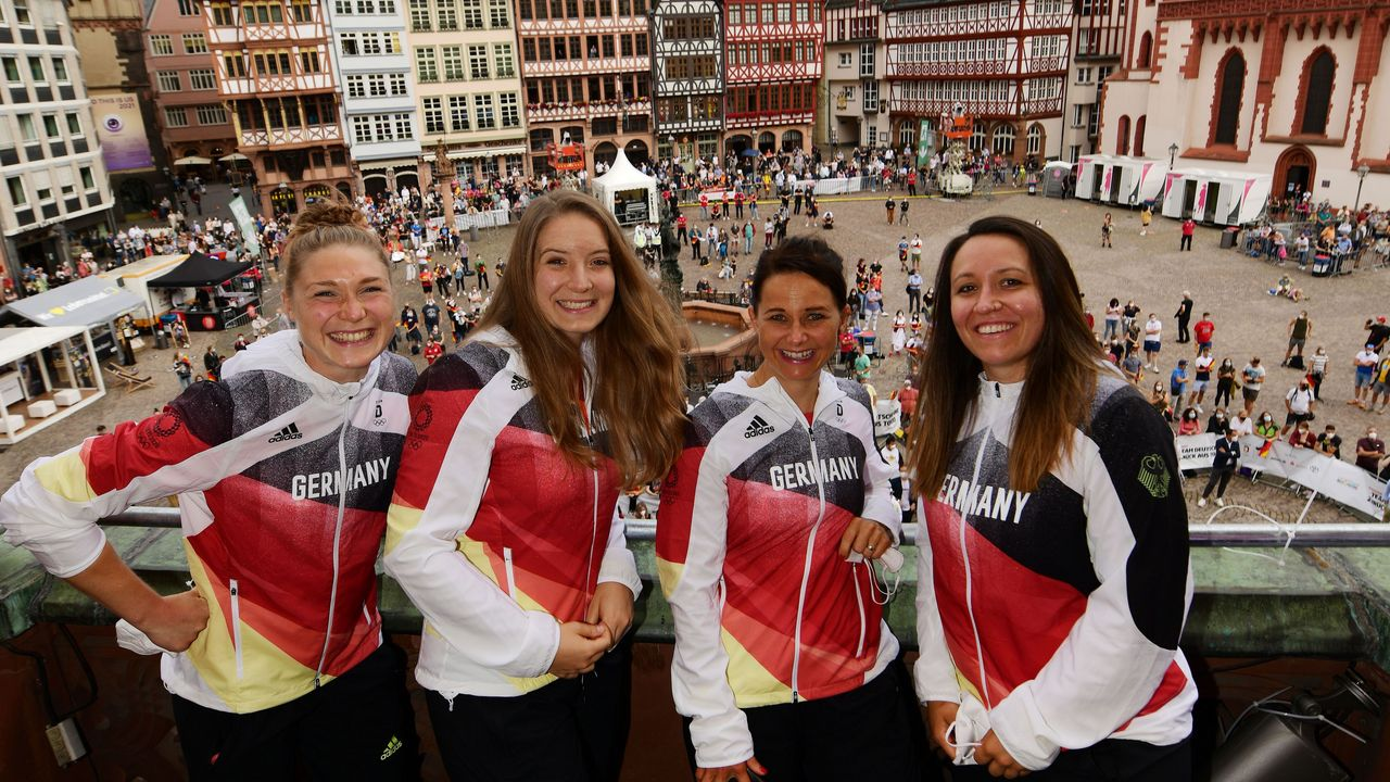 Bild: Team Deutschland / Picture Alliance / Carina Wimmer, Doreen Vennekamp, Monika Karsch und Jolyn Beer genossen den Empfang des Team Deutschland in Frankfurt.