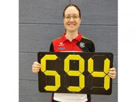 Lisa Unruh stellt mit 594 Ringen den Hallenweltrekord ein